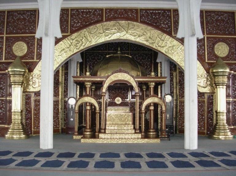 Ornamen Masjid Kuningan Adhistana Logam