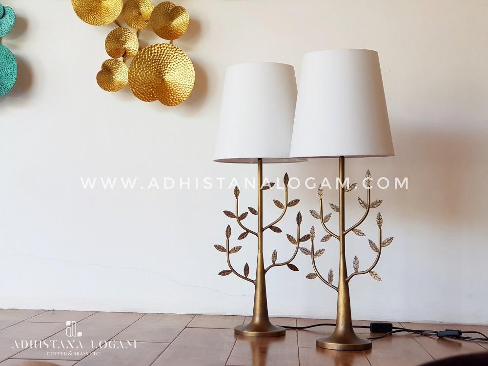 Lampu Meja Pohon Kuningan Antik